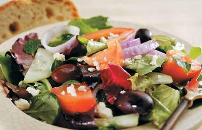 Griekse Salade met Oregano en Munt – 290 Calorieën