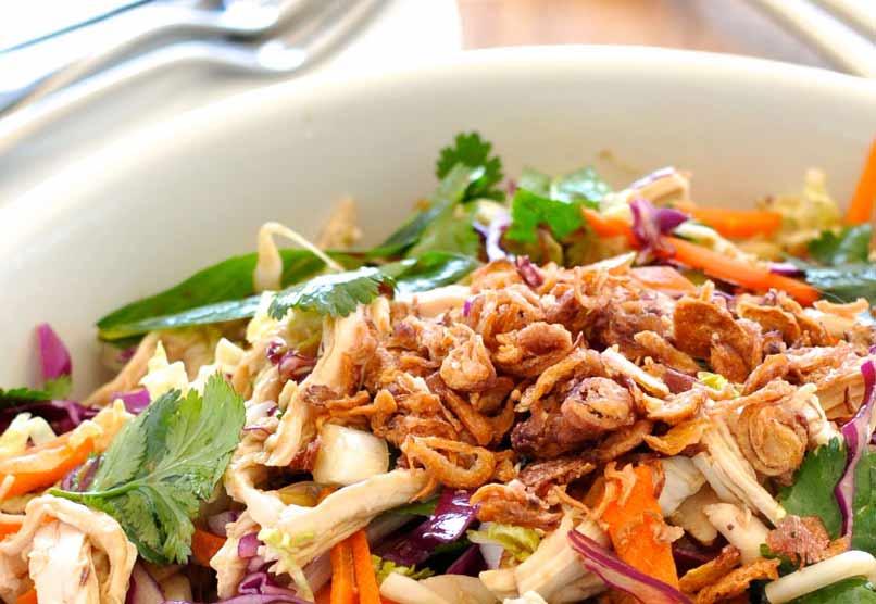 Knapperige Aziatische Kip Salade - 313 Calorieën
