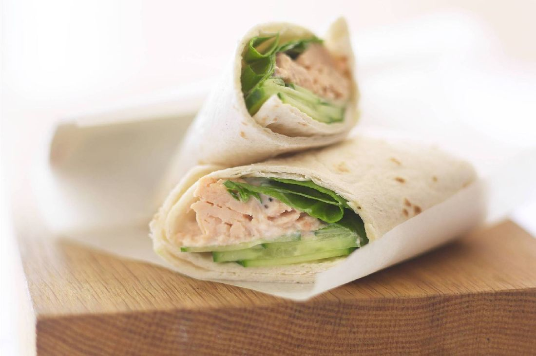 Zalm spinazie wraps met huttenkäse en citroen voor één persoon, 181 calorieën
