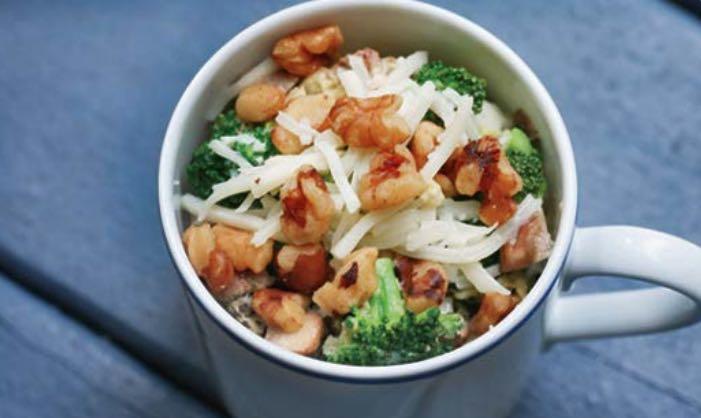 Snelle 1 kops magnetron Vastendieet recept met groenten, eieren en noten